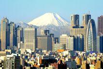 Wulkan Fuji (na pierwszym planie zabudowa miasta Tokio)