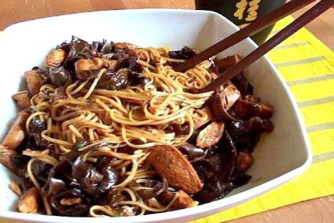 Makaron Chow Mein z Grzybami Mun