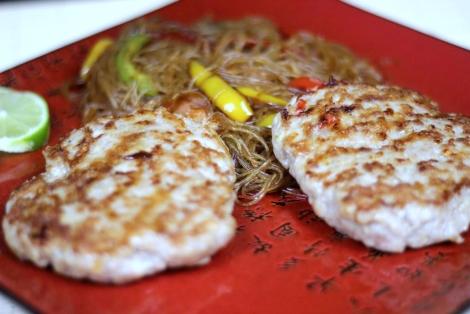 Azjatyckie Burgery z Makaronem Sojowym