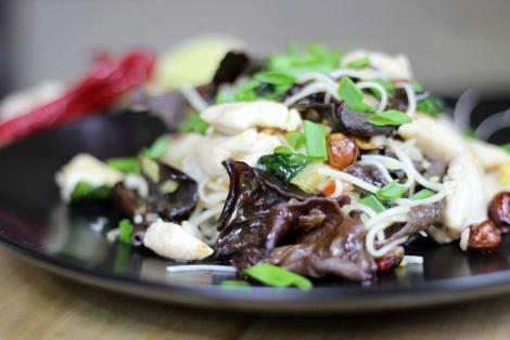 Kurczak z Makaronem Chow Mein