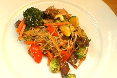 Wołowina z Wrzywami i Chow Mein