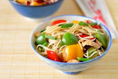 Kurczak Chow Mein z Papryką