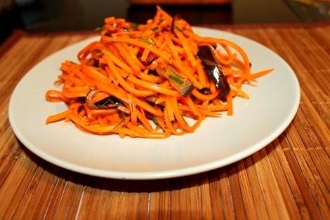 Orientalna sałatka z marchewki i bakłażana
