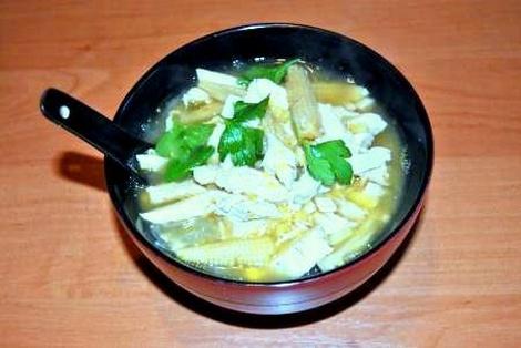 Zupa z Kurczaka z Kukurydzą i Makaronem Sojowym