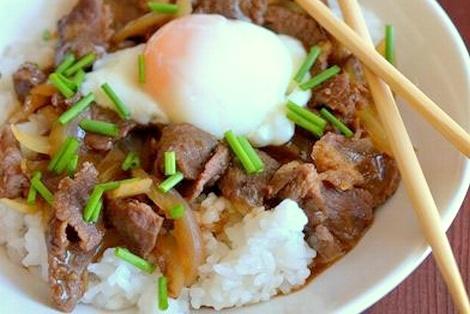 Gyudon - Ryż z Wołowiną Gotowaną Na Słodko