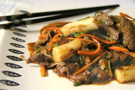 Smażone Warzywa z Kluskami Tteok