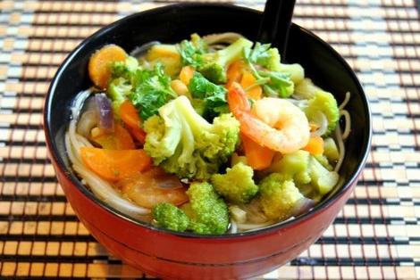 Wietnamska Zupa z Brokułami