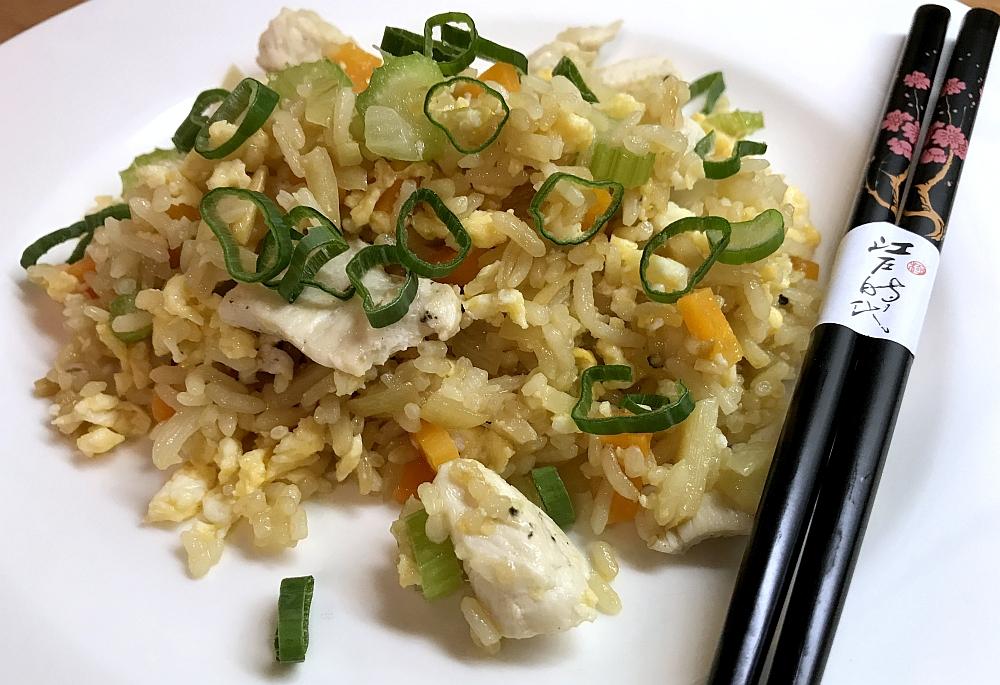 Smażony Ryż z Kurczakiem Warzywami i Jajkiem
