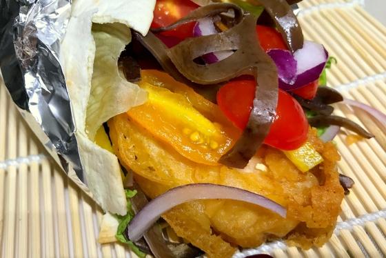 Orientalna Tortilla z Indyka w Ostrej Tempurze